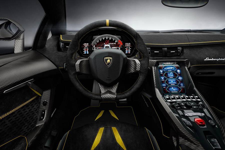 Фото салона Lamborghini Centenario 2016