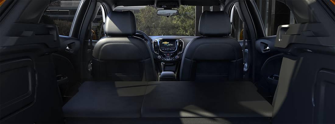 Фото интерьер Chevrolet Cruze Hatchback 2016-2017 года