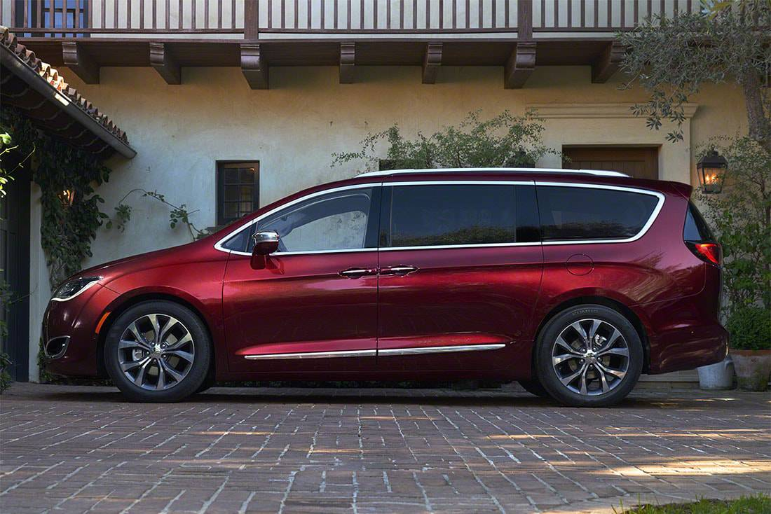 Фото минивэн Chrysler Pacifica 2016-2017