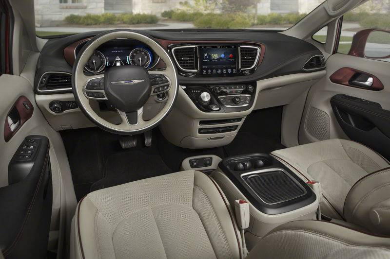 Фото салон Chrysler Pacifica 2016-2017
