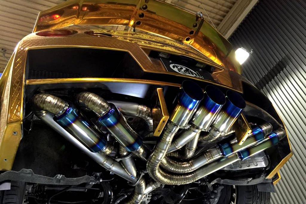 Фото позолоченного Nissan GT-R от ателье Kuhl Racing