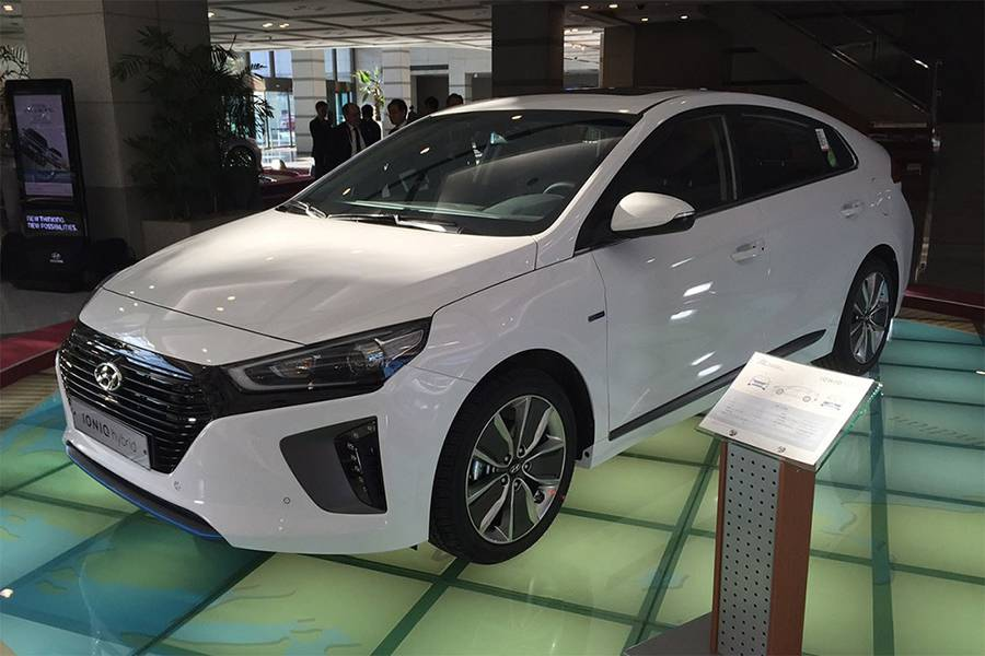 Хэтчбек Hyundai Ioniq 2016-2017 - фото