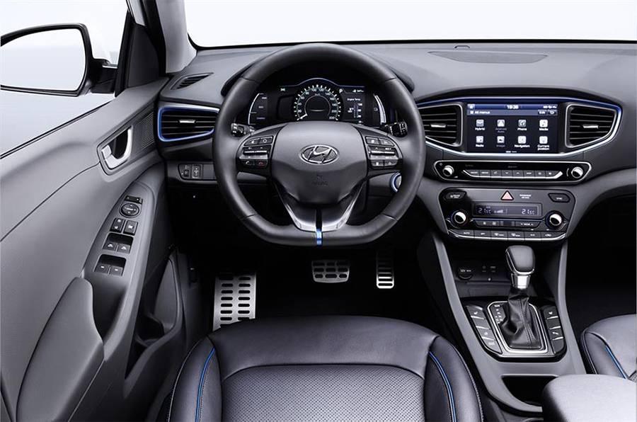 Салон Hyundai Ioniq 2016-2017 - фото