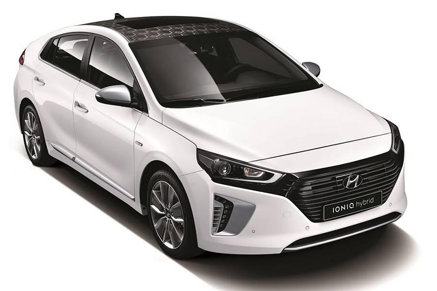 фото гибридный хэтчбек Hyundai Ioniq 2016 года