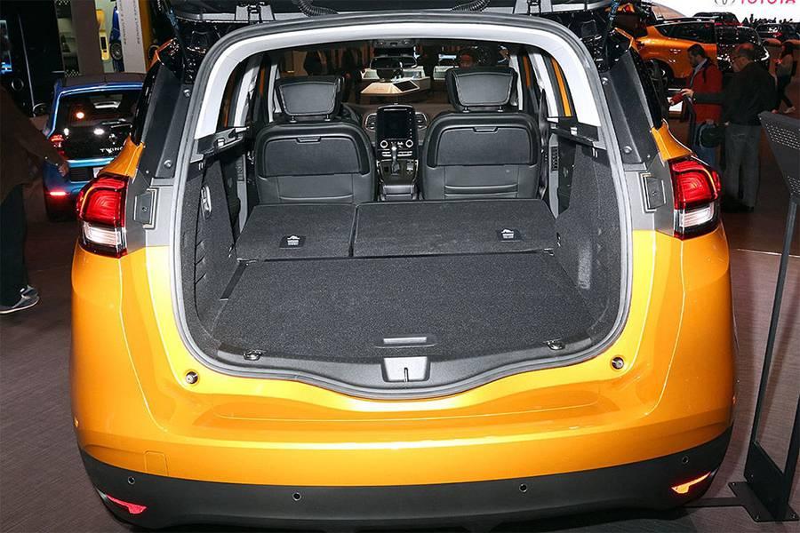 Фото багажное отделение Renault Scenic 2016