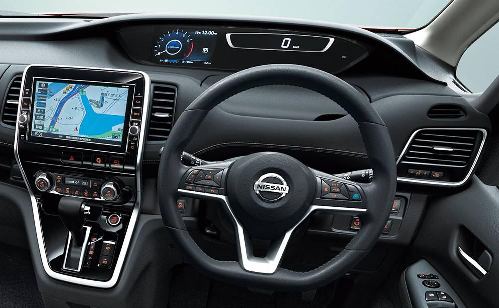 фото салона Nissan Serena 5-го поколения