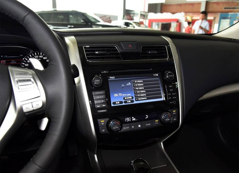 фото центральной консоли Nissan Teana 2016-2017 года