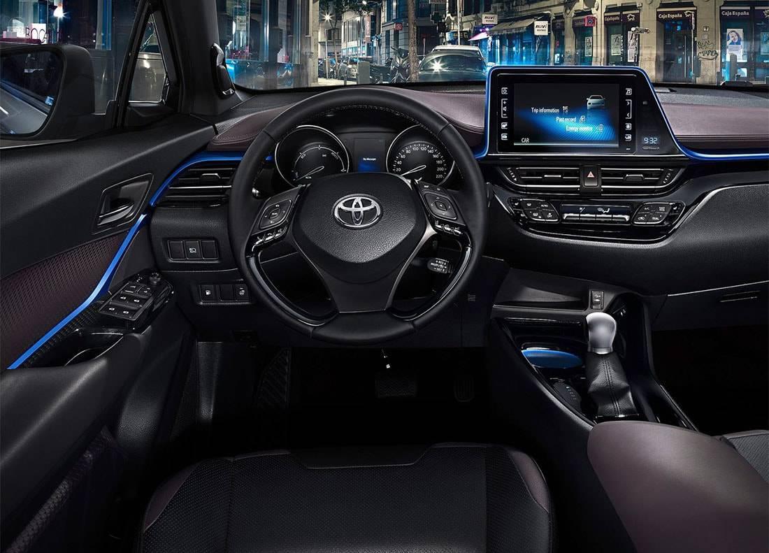фото салона Toyota C-HR 2017-2018 года