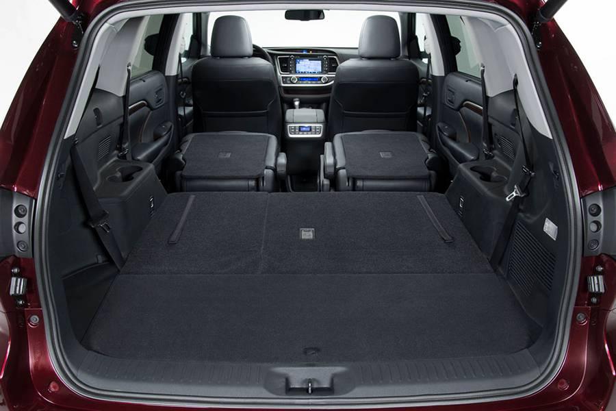 Фото багажное отделение Toyota Highlander 2017 3-го поколения