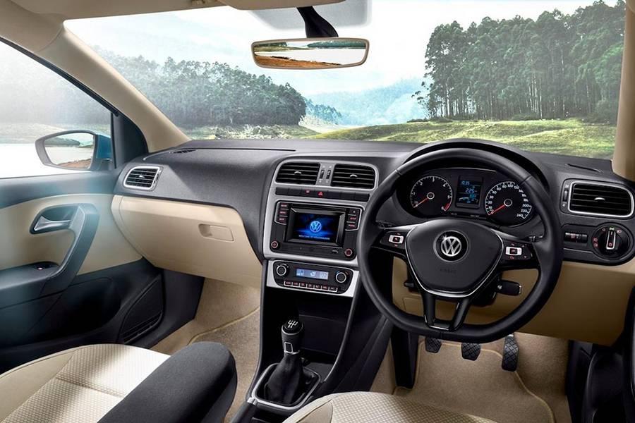 Интерьер Volkswagen Ameo