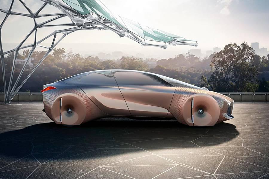 Фото BMW Vision Next 100 (вид сбоку)