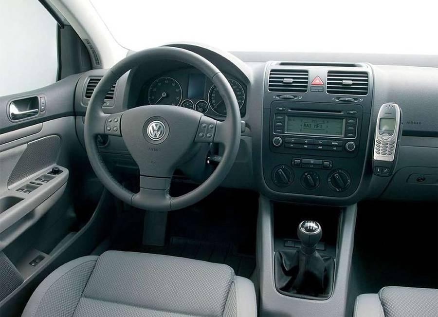 Фото салона Volkswagen Golf 5