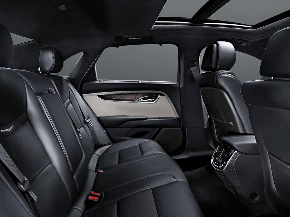 фото интерьера Cadillac XTS 2016-2017 года