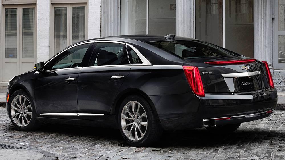 фото Cadillac XTS 2016-2017 года - вид сзади