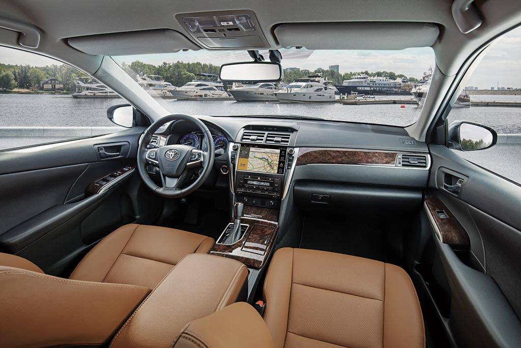 фото салона Toyota Camry с комплектацией Exclusive