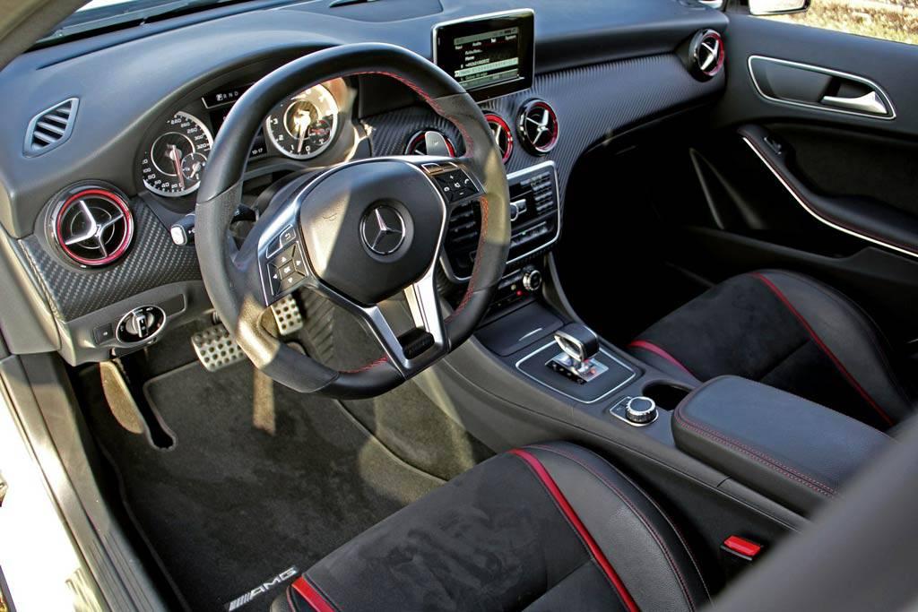 Фото интерьер Mercedes-AMG A45