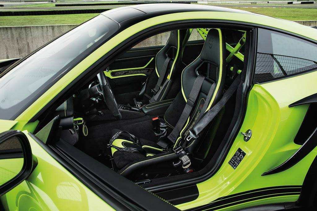 фото салона Porsche 911 Turbo GTstreet R от ателье TechArt