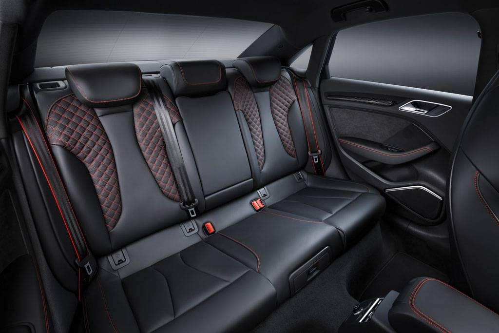 фото интерьера Audi RS3 Sedan 2017-2018 года