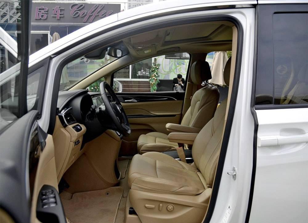 фото интерьера Buick GL8 2017-2018 года