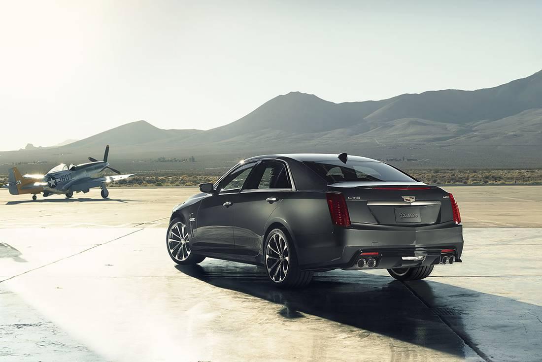 фото Cadillac CTS-V 2016-2017 года вид сзади