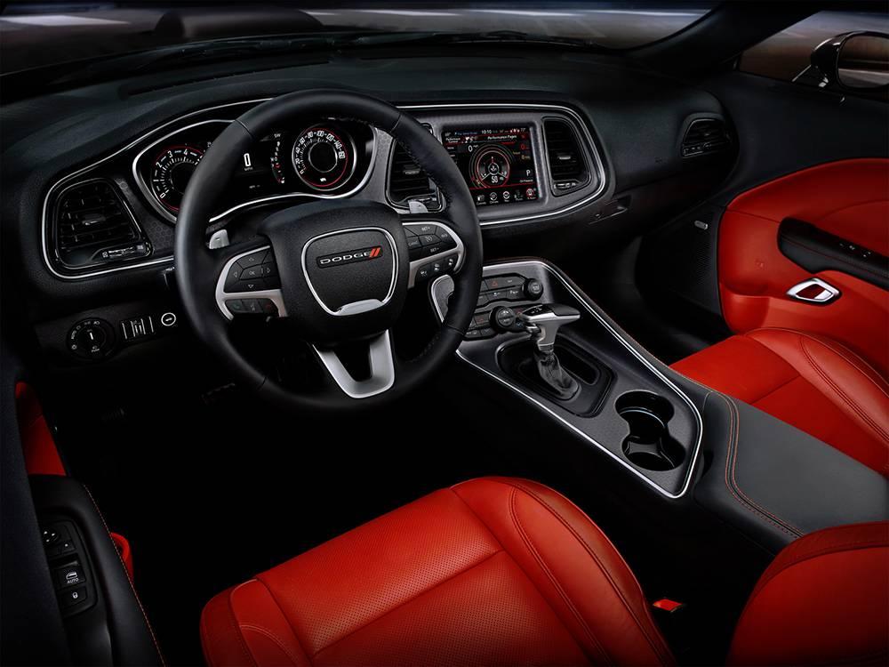 фото салона Dodge Challenger 2016