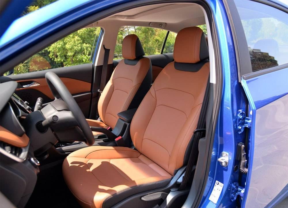 картинки интерьера Chevrolet Cavalier 2016-2017 года