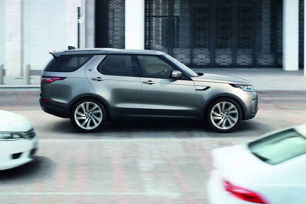 фото Land Rover Discovery 5 поколения 2017-2018 года вид сбоку