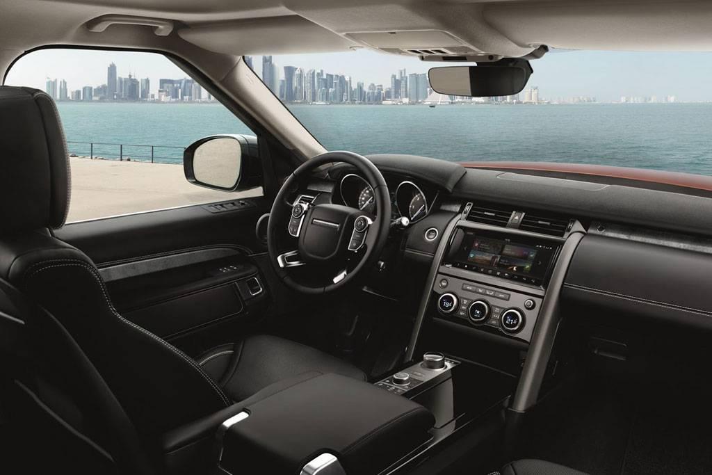 картинки салона Land Rover Discovery 5 поколения 2017-2018 года