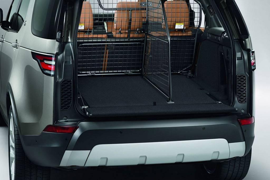 фото багажного отделения Land Rover Discovery 5 поколения 2017-2018 года