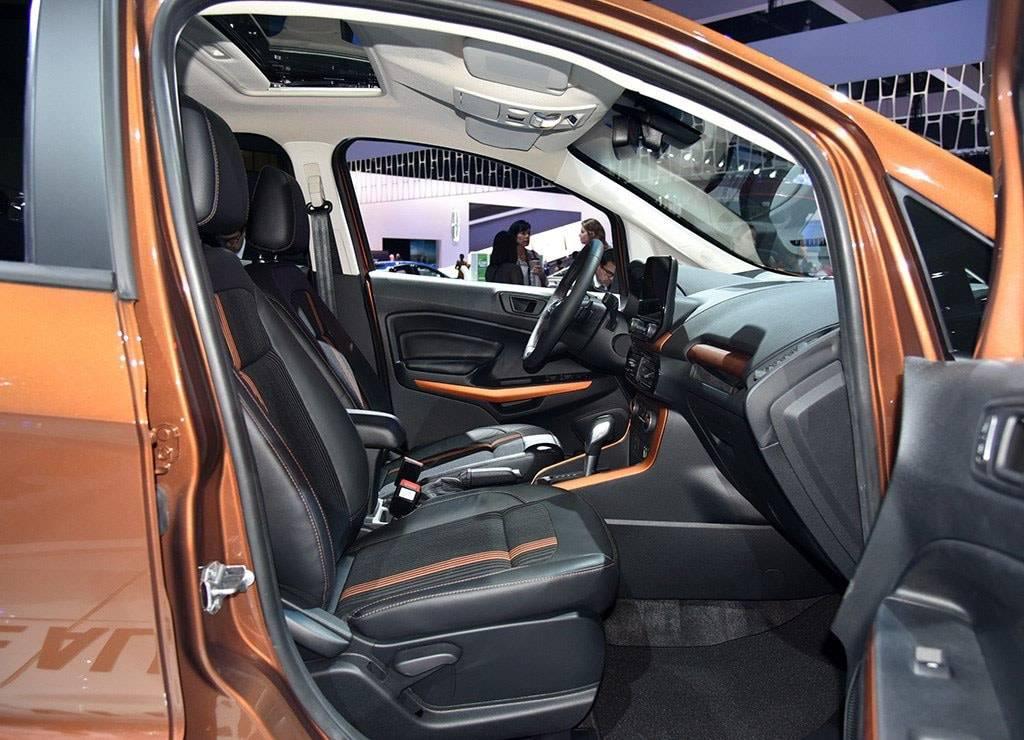 фото интерьера Ford EcoSport 2017-2018 года