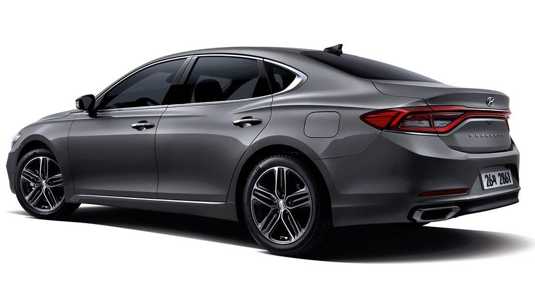 фото Hyundai Grandeur 2017-2018 года вид сзади