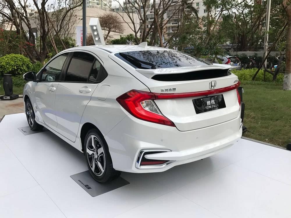 картинки Honda Gienia 2017-2018 года вид сзади