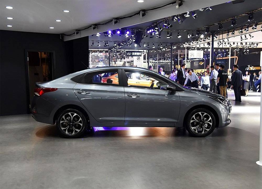 фото Hyundai Verna 2016-2017 вид сбоку