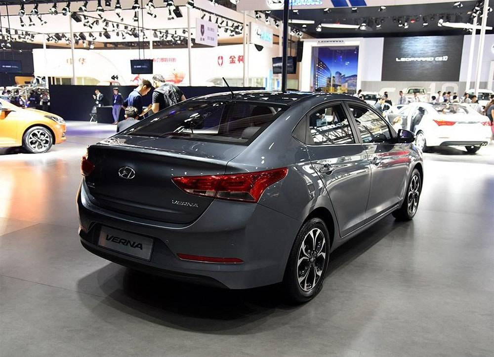 фото Hyundai Verna 2016-2017 вид сзади