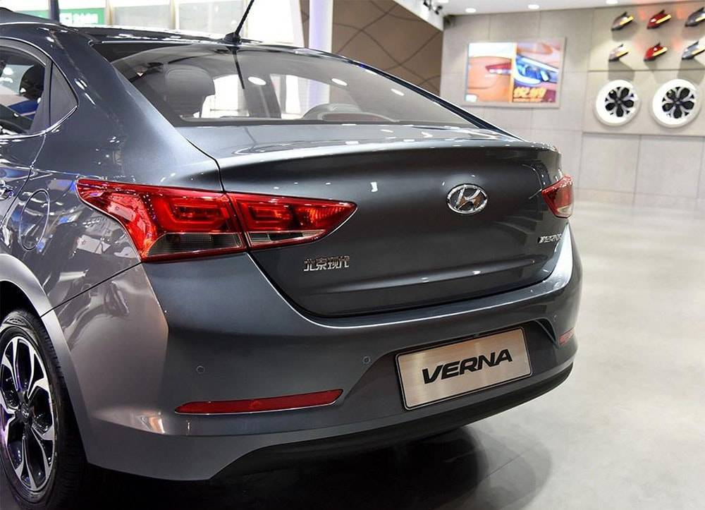 картинки Hyundai Verna 2016-2017 вид сзади