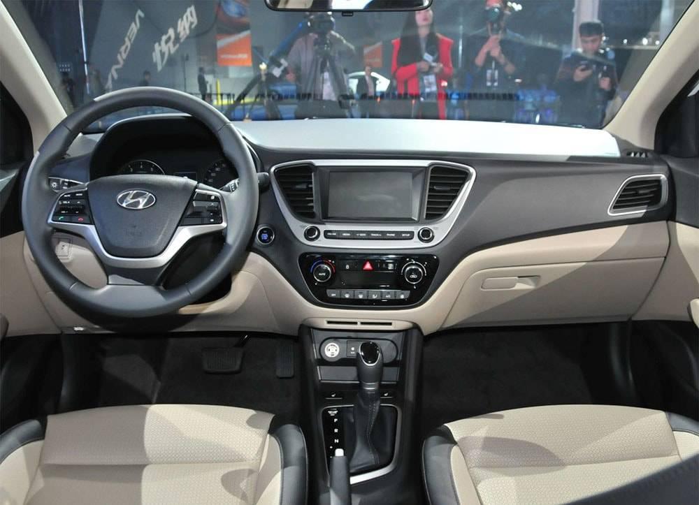 фото салона Hyundai Verna RV 2017-2018 года