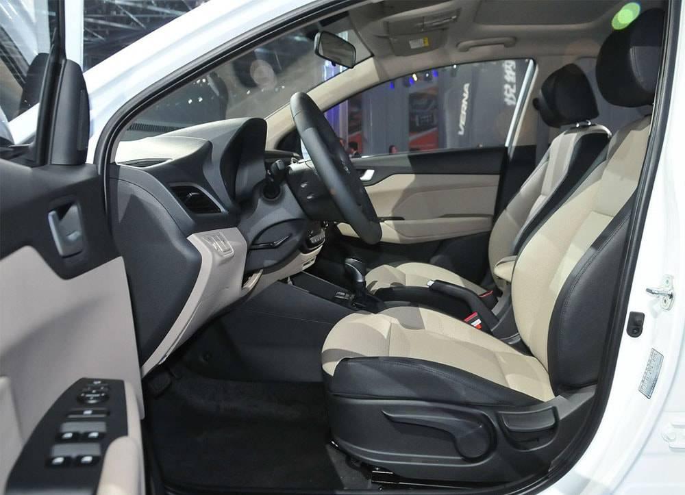 фото интерьера Hyundai Verna RV 2017-2018 года