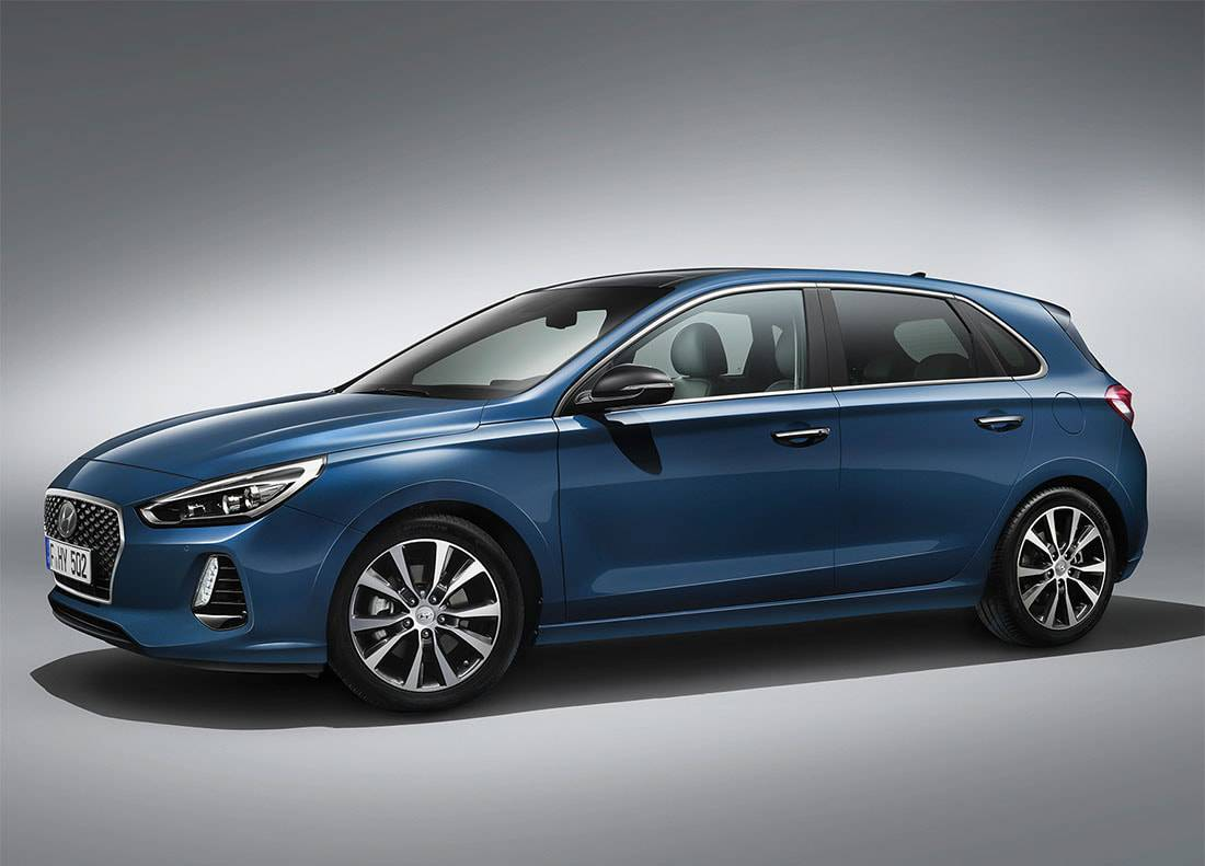 картинки хэтчбека Hyundai i30 2017-2018 вид сбоку