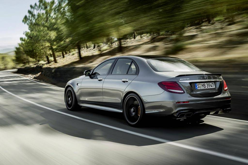 "картинки ""заряженного"" седана Mercedes-AMG E63  W213 2017-2018 года вид сзади"