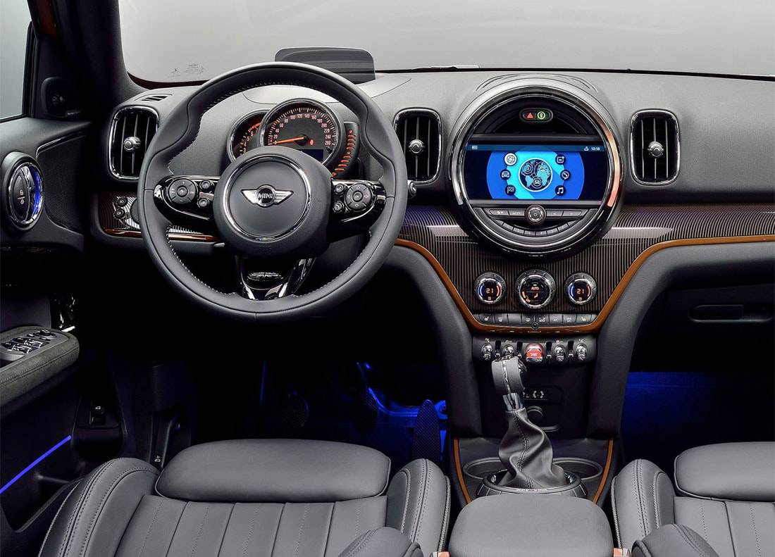 фото салона Mini Countryman 2017-2018 года