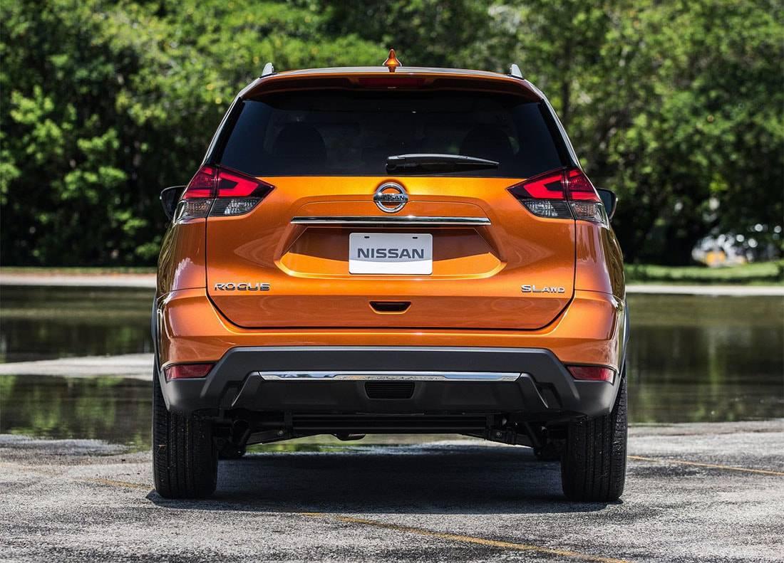 фото Nissan Rogue 2017-2018 года вид сзади
