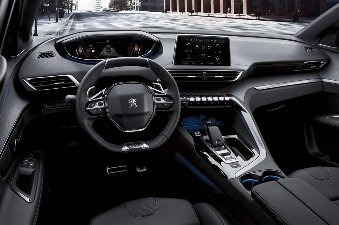 фото интерьера Peugeot 5008 2 поколения 2017-2018 года