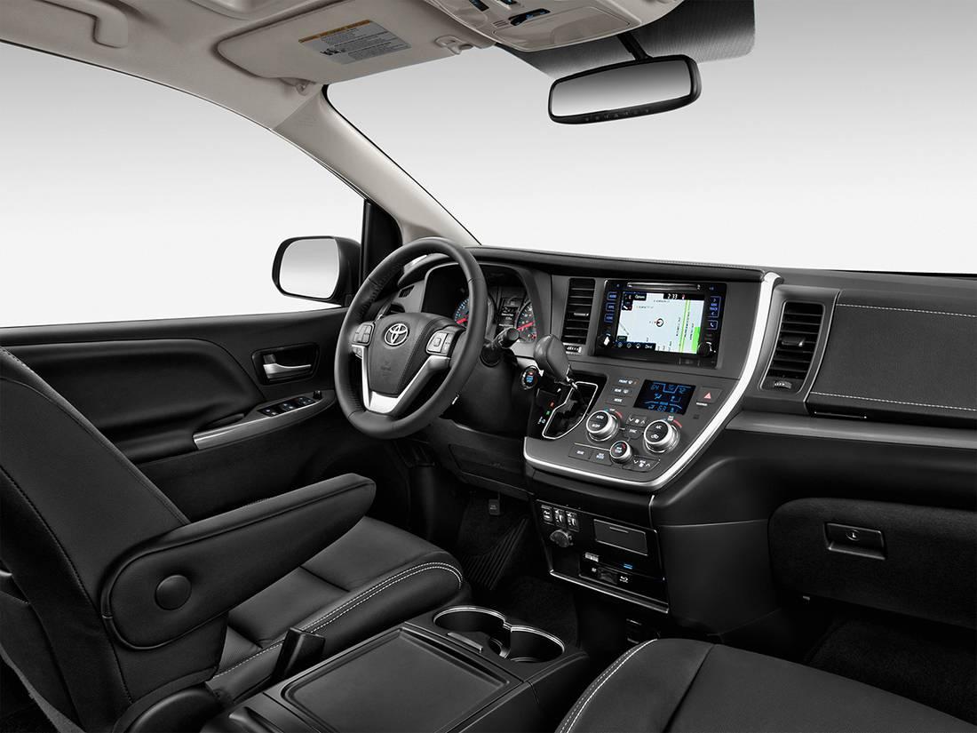 фото салона Toyota Sienna 2016