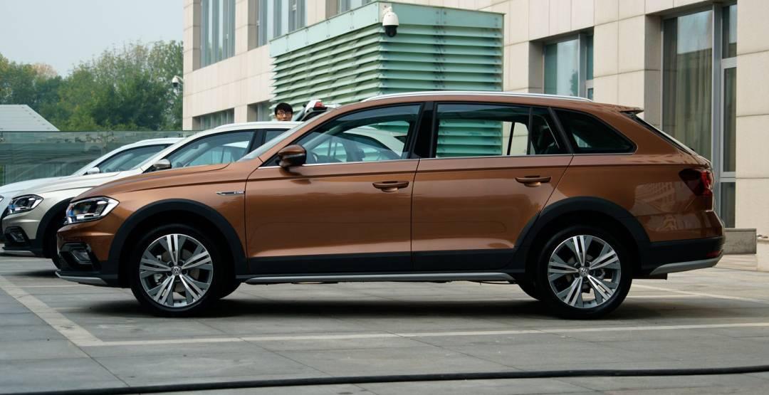 Фото Volkswagen Bora C-Trek 2017-2018 года вид сбоку