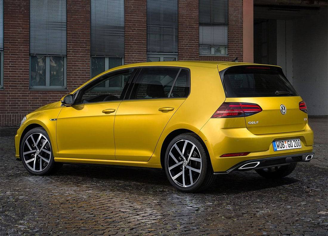 фото Volkswagen Golf 7 вид сзади