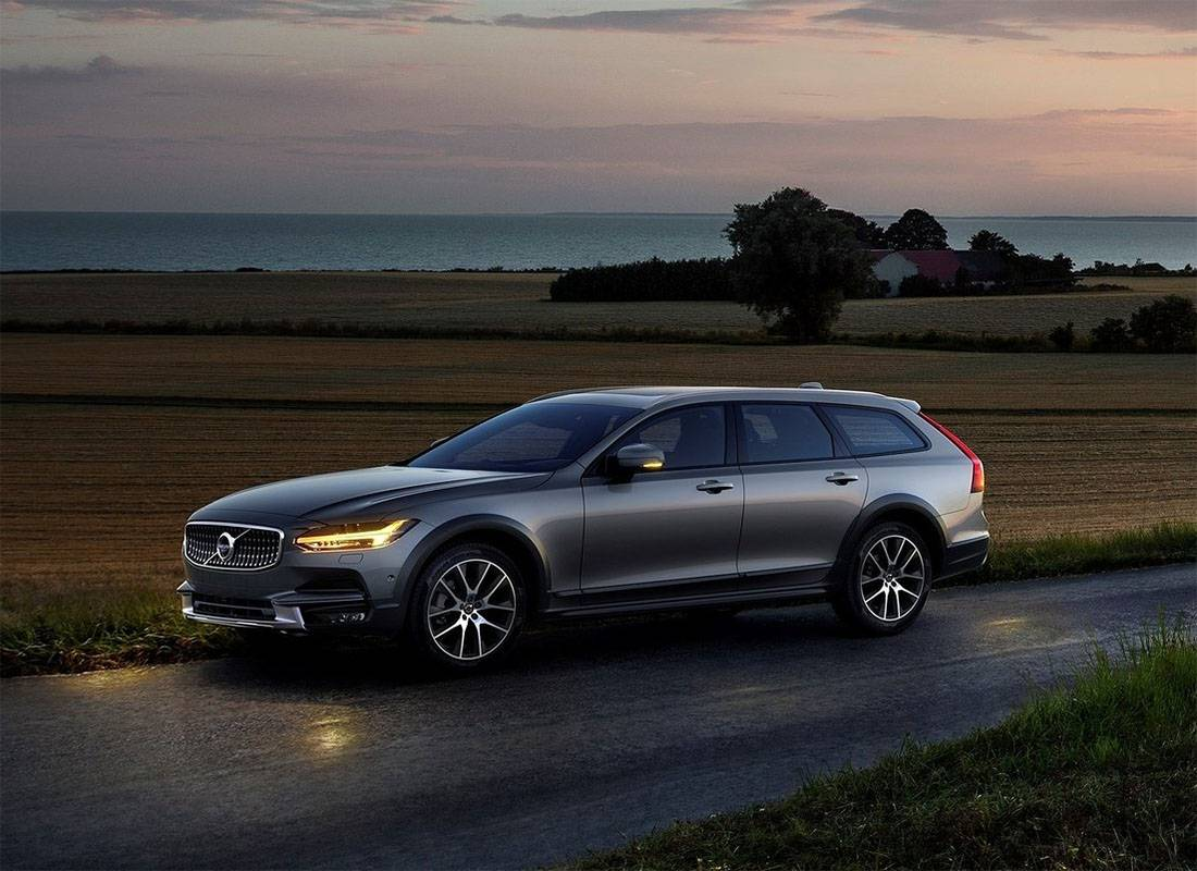 фото Volvo V90 Cross Country 2017-2018 года