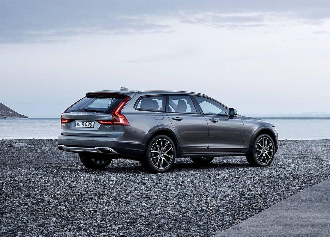 фото вседорожного универсала Volvo V90 Cross Country 2017-2018 года