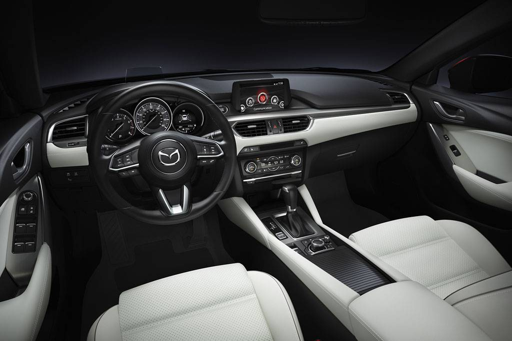 фото салона Mazda 6 2017 года