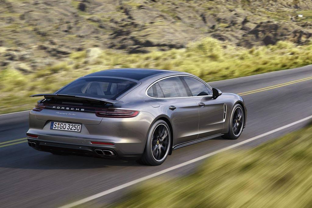 фото Porsche Panamera Turbo Executive 2017-2018 вид сзади