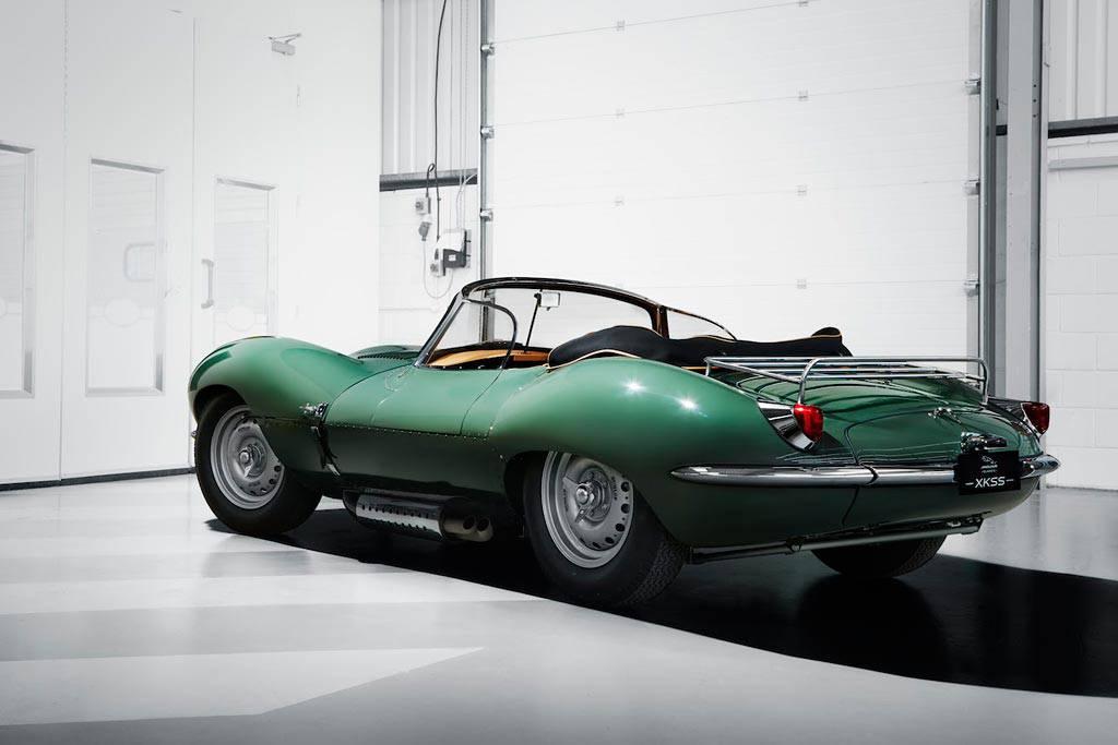 фото XKSS 1957 года от Jaguar вид сзади